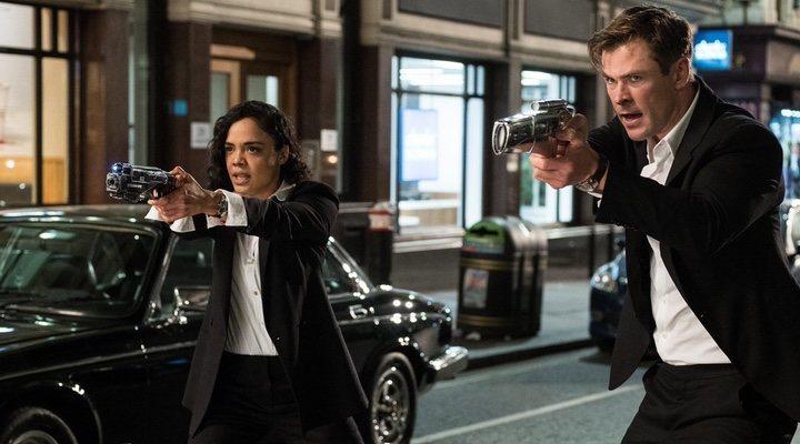 Tessa Thompson y Chris Hemsworth en 'Men in Black International'