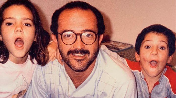 Miguel Ángel Silvestre junto a su padre y su hermana