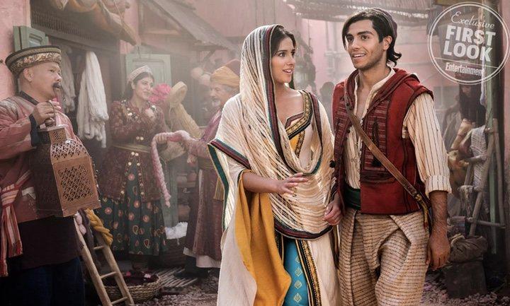 Naomi Scott y Mena Massoud en 'Aladdin'