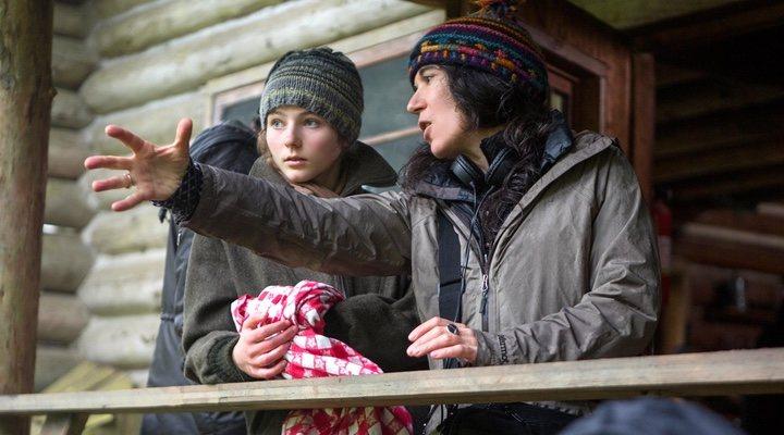 Thomasin McKenzie y Debra Granik en 'No dejes rastro'