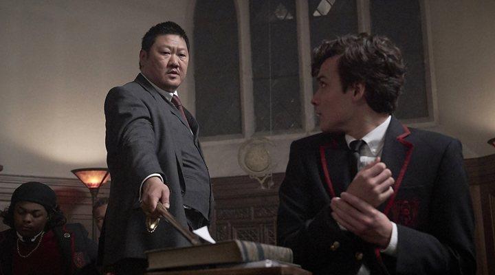 Benedict Wong y Benjamin Wadsworth en 'Clase letal (Deadly Class)'