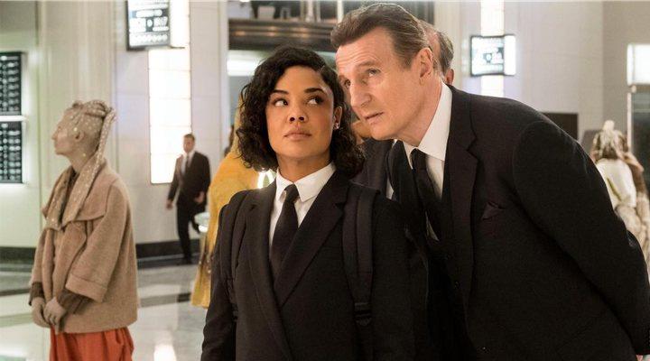 Liam Neeson y Tessa Thompson en 'Men in Black International'