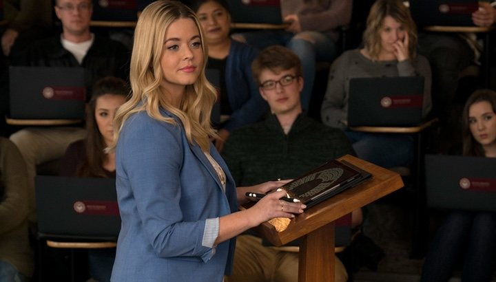 Alison Dilaurentis es profesora en 'The Perfectionists'