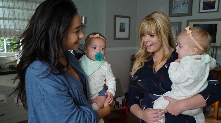 Shay Mitchell y Alison DiLaurentis en 'Pequeñas Mentirosas'