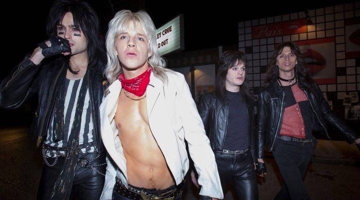 Douglas Booth, Daniel Webber, Machine Gun Kelly e Iwan Rheon como Mötley Crüe en 'The Dirt'