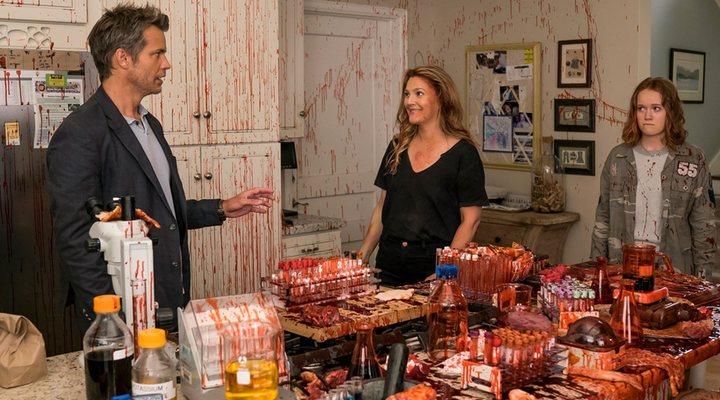 Drew Barrymore, Timothy Olyphant y Liv Hewson en 'Santa Clarita Diet'