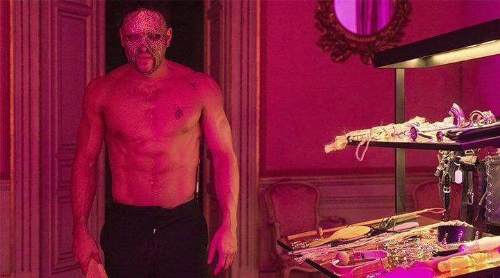 Mario Casas en una excitante escena de 'Instinto'