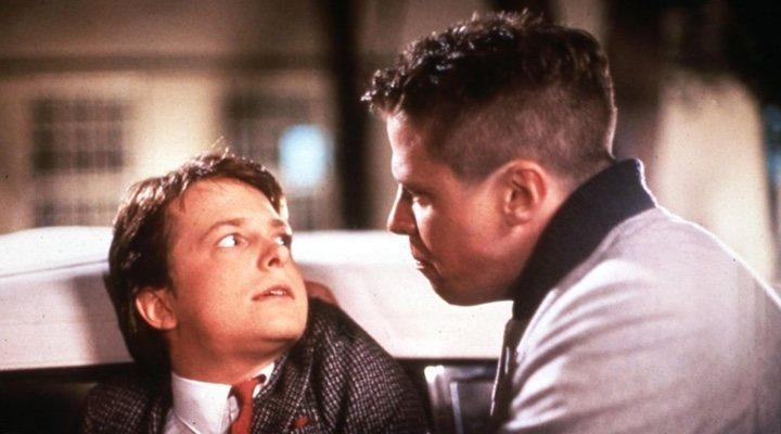 Michael J. Fox y Tom Wilson en 'Regreso al Futuro'