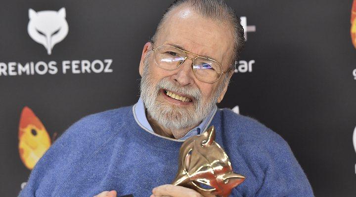 Chicho Ibáñez Serrador con su premio Feroz de honor