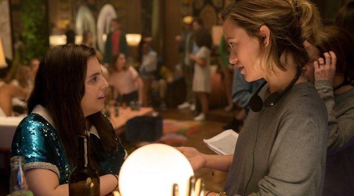 Beanie Feldstein y Olivia Wilde en el rodaje de 'Súper empollonas'