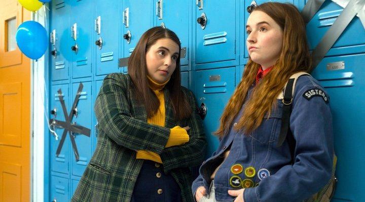 Beanie Feldstein y Kaitlyn Dever en 'Súper empollonas'