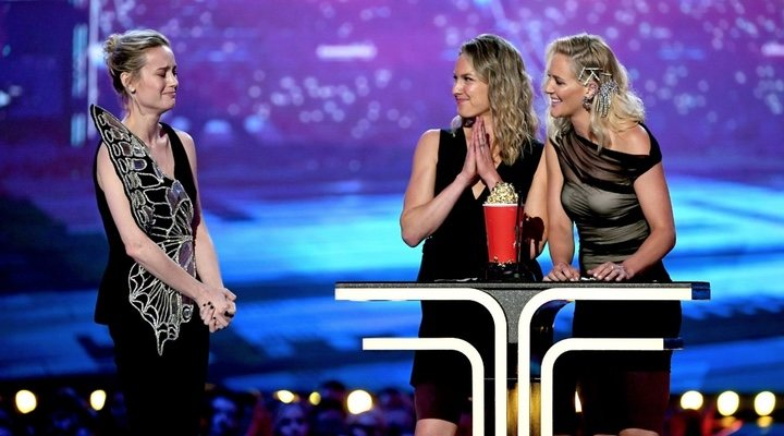 Brie Larson, Joanna Bennet y Renae Moneymaker en los MTV Movie & TV Awards