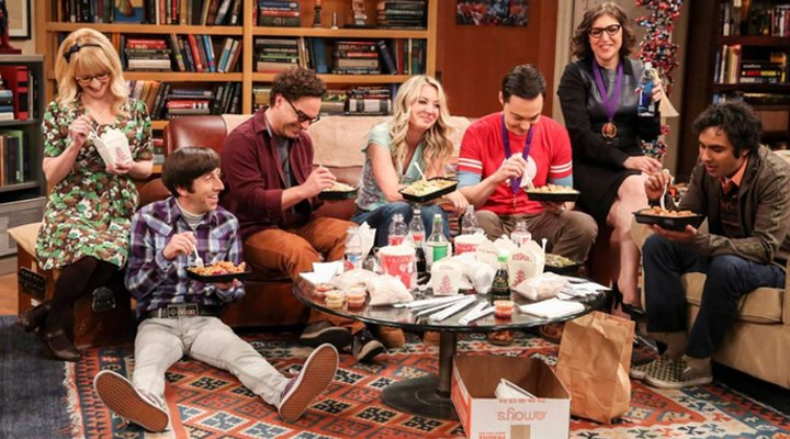 Todos comiendo en el último capítlo de 'The Big Bang Theory'