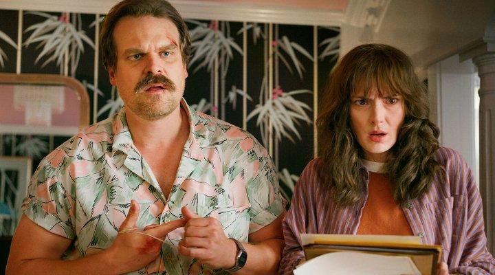 David Harbour y Winona Ryder en la tercera temporada de 'Stranger Things'