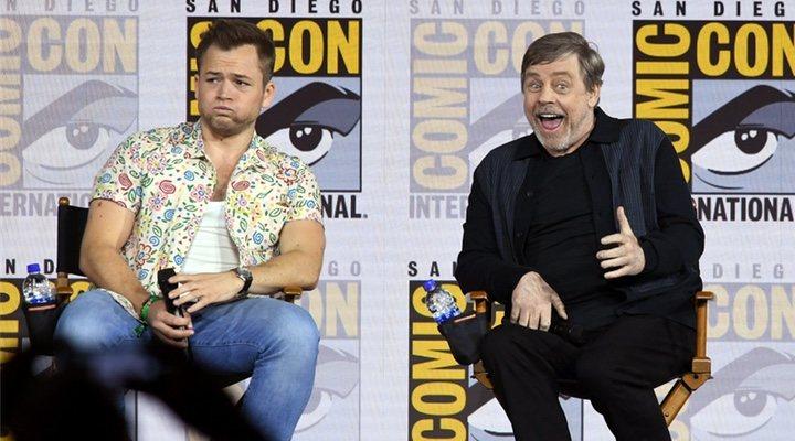 Taron Egerton y Mark Hamill en la Comic Con
