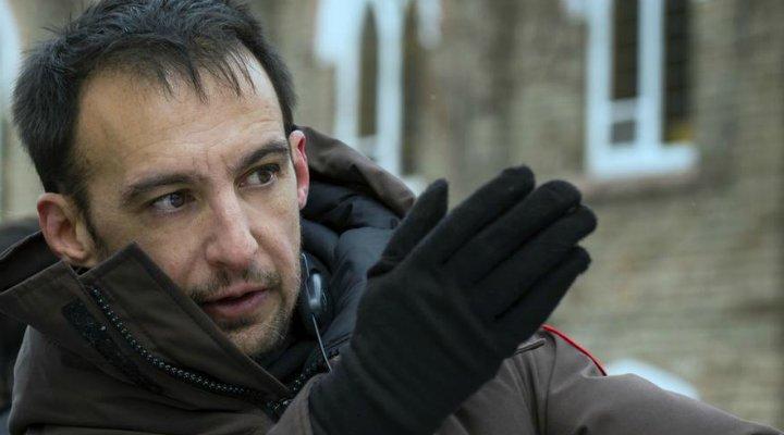 Alejandro Amenábar durante el rodaje de 'Regresión'