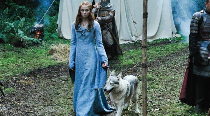 Sophie Turner y Lady en 'Juego de Tronos'