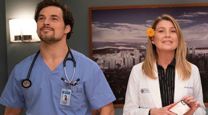 Giacomo Gianniotti y Ellen Pompeo en la temporada 15 de 'Anatomía de Grey'