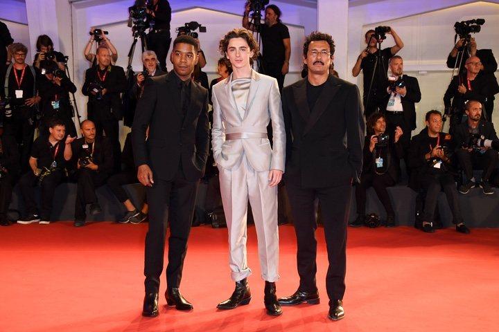 Kid Cudi, Timothee Chalamet y Haider Ackermann en la premiere de 'The King' en Venecia
