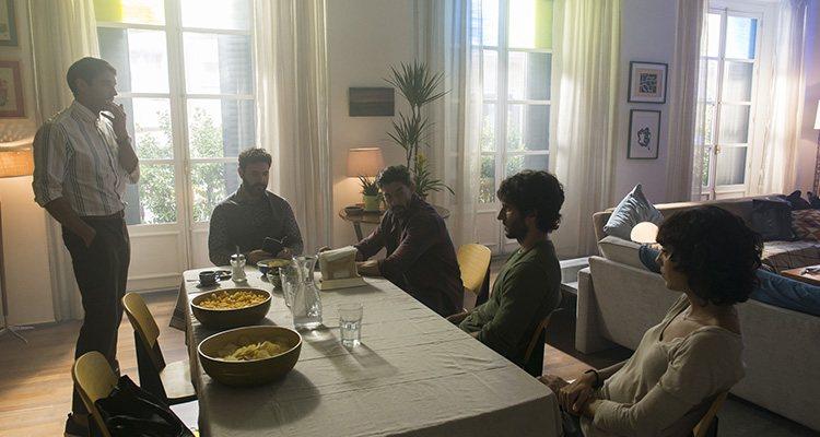 Fotograma 'Litus' todos juntos en la mesa