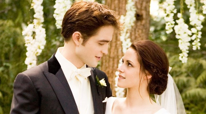 Robert Pattinson y Kristen Stewart en la saga Crepúsculo