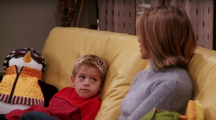 Cole Sprouse y Jennifer Aniston en 'Friends'