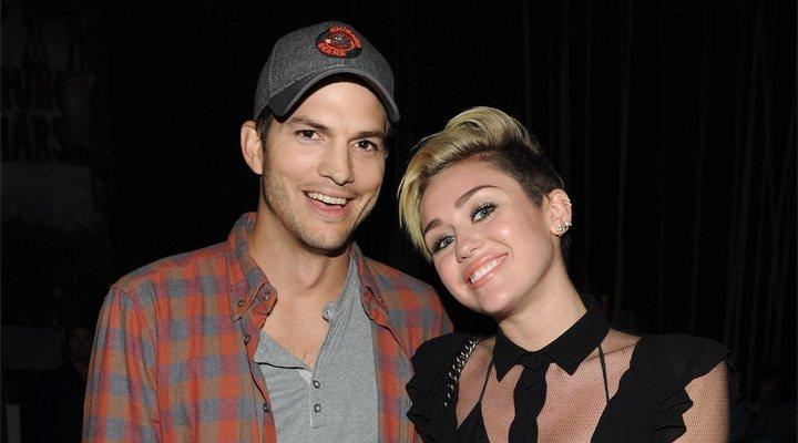 Ashton Kutcher con Miley Cyrus en 2013