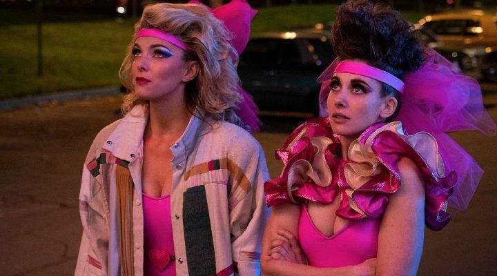 Betty Gilpin y Alison Brie en 'Glow'