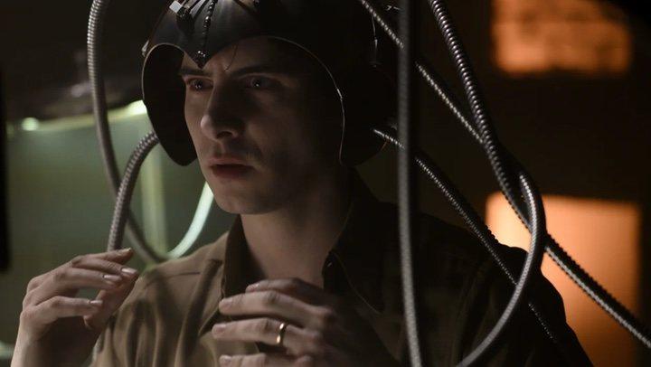 'Harry Lloyd en Legión'