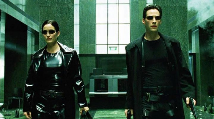 Keanu Reeves y Carie-Anne Moss en 'Matrix'