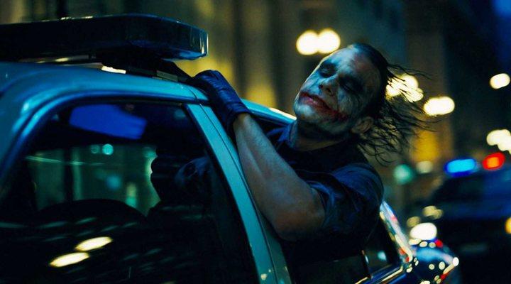 El 'Joker' de Joaquin Phoenix rinde tributo al villano interpretado por Heath Ledger