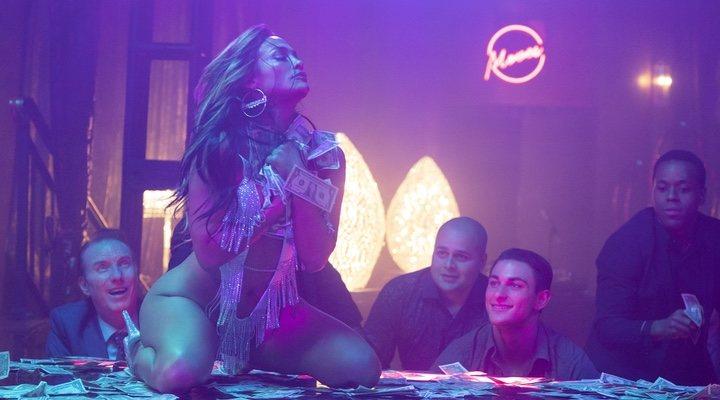'Estafadoras de Wall Street' no solo cuenta con una Jennifer Lopez brutal