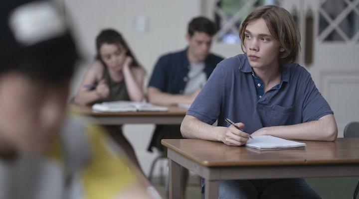 Charlie Plummer como Miles