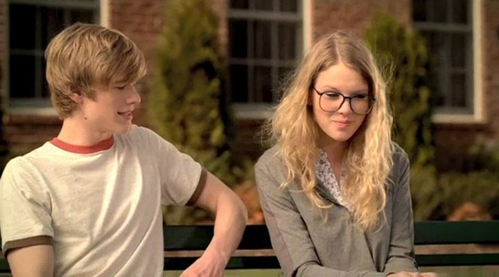 Lucas Till y Taylor Swift en 'You Belong With Me'