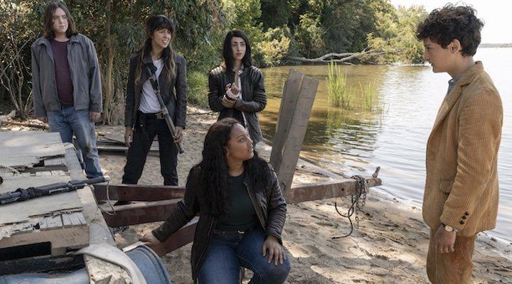 'Walking Dead: The World Beyond' gira en torno a un grupo de adolescentes que abandonan la seguridad de sus hogares durante el postapocalipsis