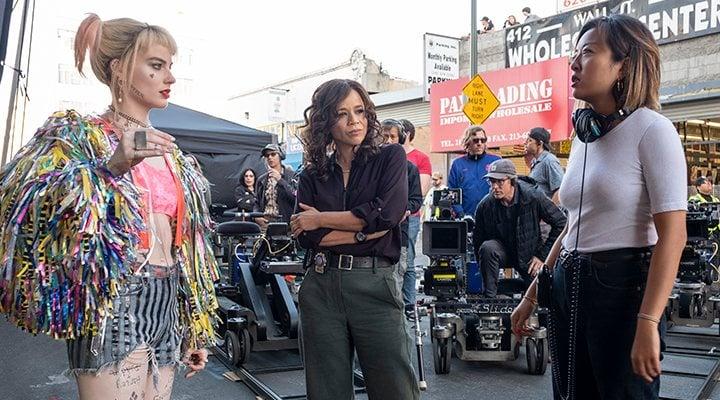 Cathy Yan y Margot Robbie como Harley Quinn en 'Aves de presa'