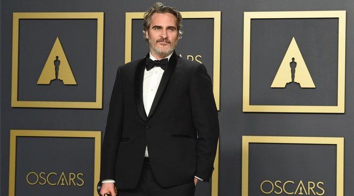 'Joaquin Phoenix posa con su Oscar a Mejor Actor por 'Joker''