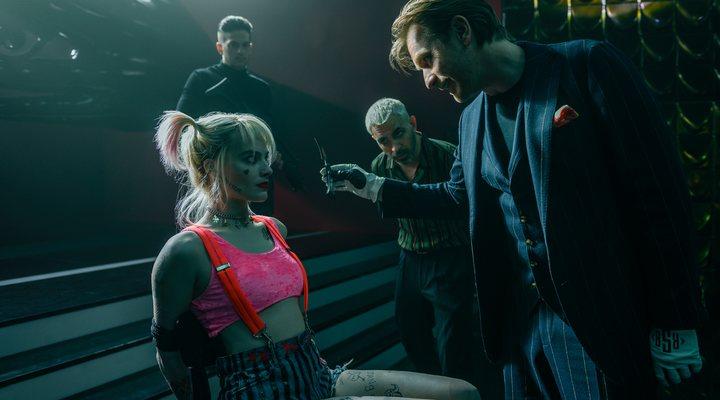 Margot Robbie, Chris Messina y Ewan McGregor en 'Aves de presa'