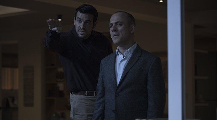 'Mario Casas y Javier Gutiérrez en una escena de 'Hogar''