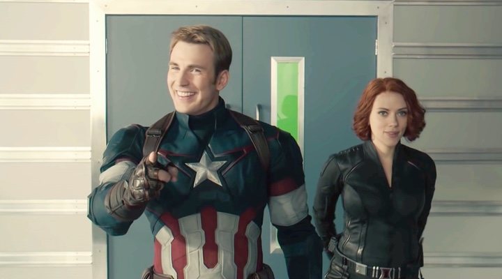 Chris Evans como Capitán América y Scarlett Johansson como Viuda Negra
