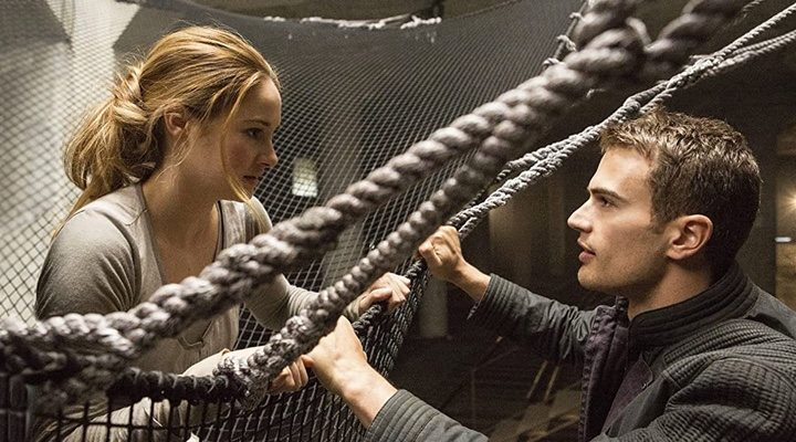 Shailene Woodley y Theo James en 'Divergente'