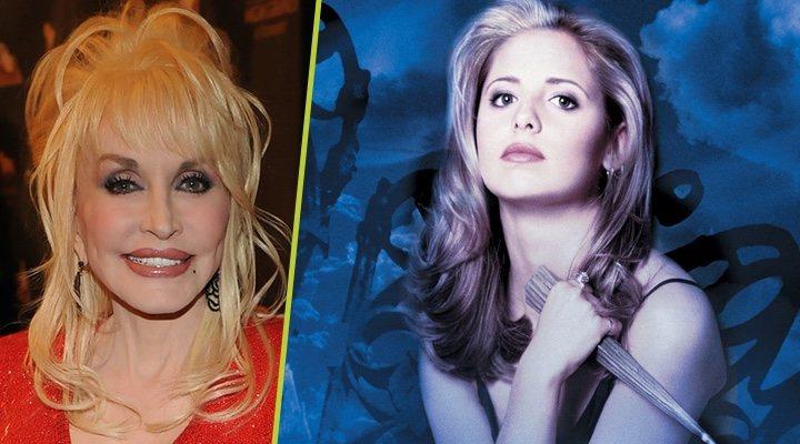 Dolly Parton junto a una imagen promocional de 'Buffy, Cazavampiros'