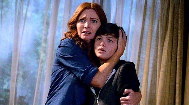 Brigid Brannagh y Logan Williams en 'Supernatural'