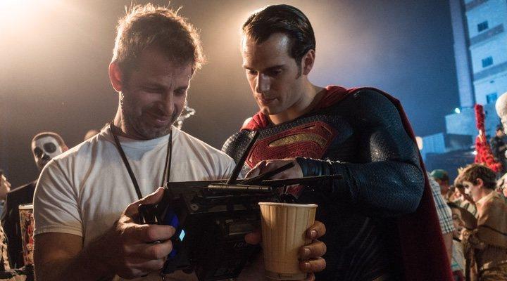 Zack Snyder dirigiendo 'La Liga de la Justicia' (2017)
