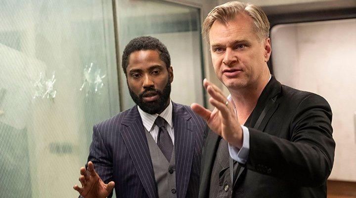 Christopher Nolan dirigiendo a John David Washington en 'Tenet'