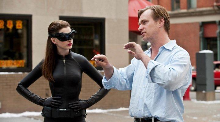 Anne Hathaway y Christopher Nolan en el rodaje de 'El caballero oscuro: La leyenda renace'
