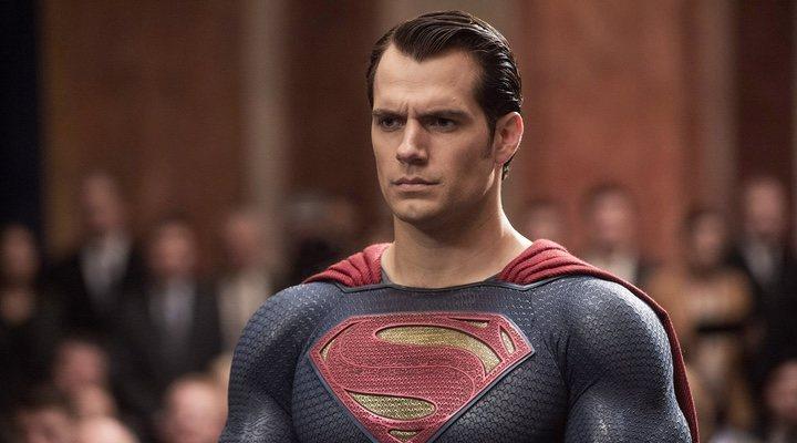 Zack Snyder lanza un primer vistazo a Superman con el traje negro ...