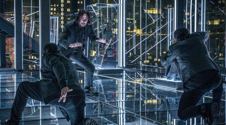 Keanu Reeves en una escena de acción de 'John Wick: Capítulo 3 - Parabellum'