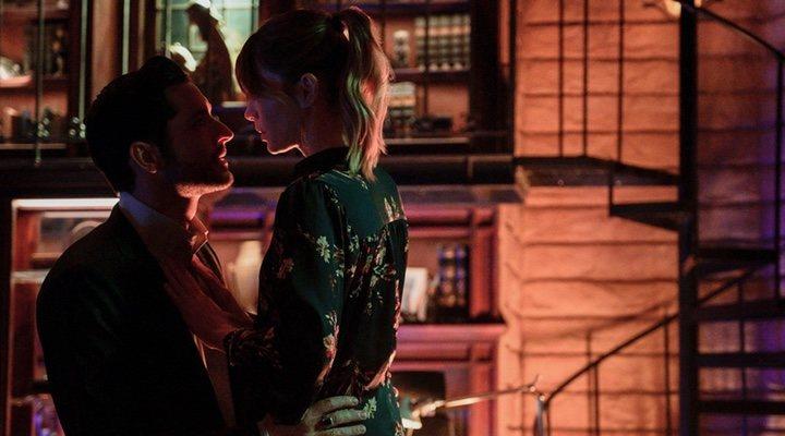 Lauren German y Tom Ellis en 'Lucifer'