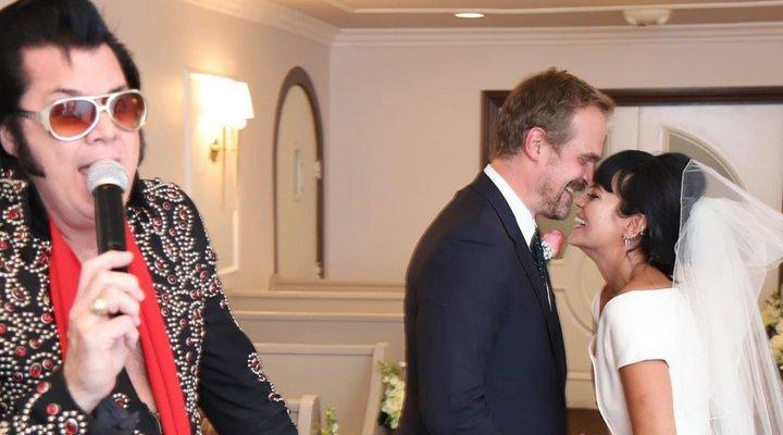 David Harbour y Lily Allen se casan en Las Vegas